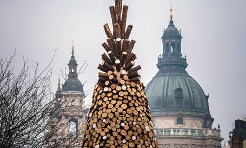 hello-wood-vanocni-strom-polena-0