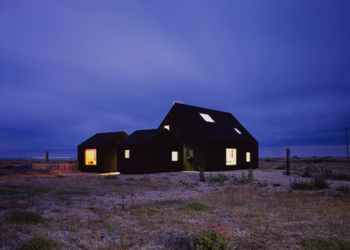 North-Vat-house_Rodic-Davidson-Architects_Dungeness-beach-Kent-England_dezeen_1568_5