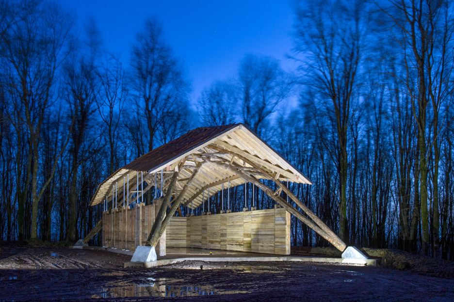 hooke-park-woodchip-barn-aa-students_dezeen_936_1
